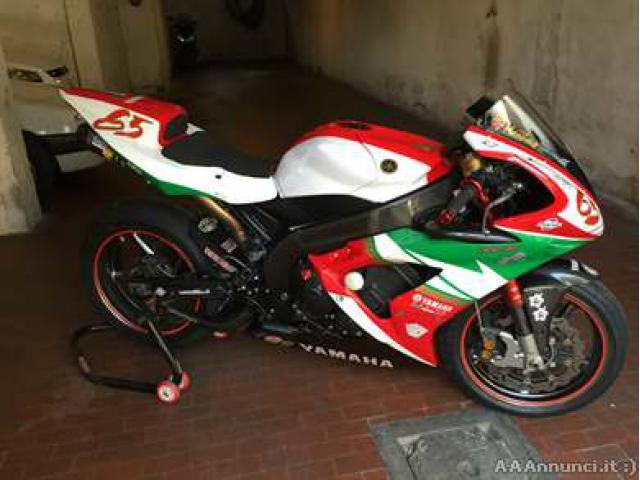 Yamaha r1 fine 2006 - Roma