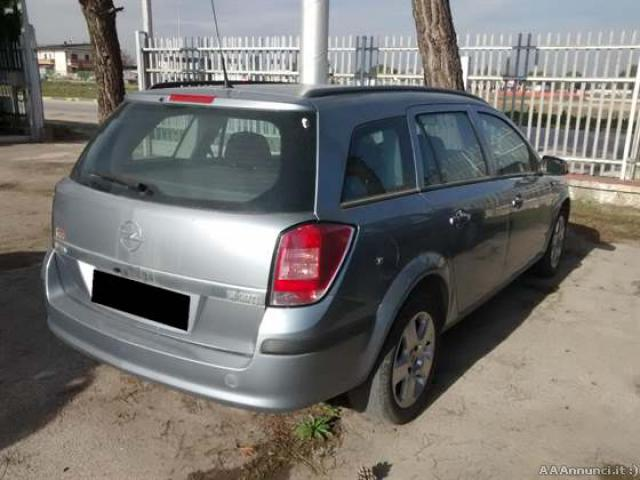 Opel Astra SW 1,9 2006 - Foggia