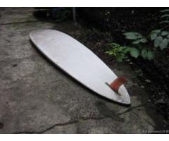 Singola tavola da windsurf