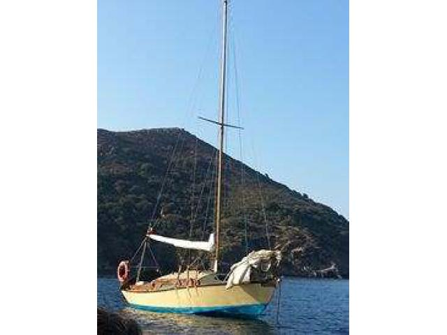 Deliziosa barca a vela in legno di mogano
