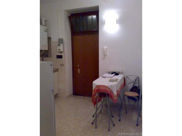 Monza centro privato affitta bilocale arredato