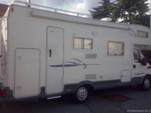 Camper seminuovo bergamo annunci gratuiti for Case con annesso garage per camper