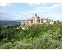 Un bel paesino nel cuore della Toscana, vicino al Mar Tirren