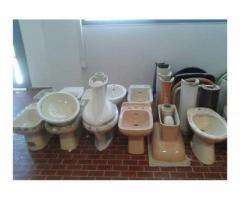 GIACENZE di lavabi, bidets, waters, vasche e piatti doccia colorati