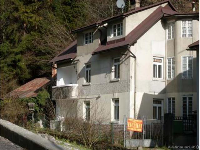 Casa indipendente in Vendita di 240mq