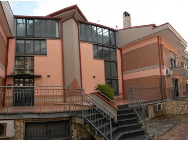 Vendesi mansarda arredata + posto auto a 10km dal mare - Santa Tecla