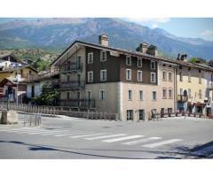 Appartamenti e negozio zona Arco d'Augusto