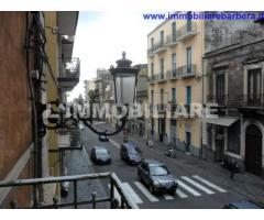 via Etnea zona borgo 4 vani+ammezzato in palazzo storico