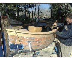 maestro d'ascia esegue lavori di rigenerazione  e ristrutturazioni imbarcazioni in legno