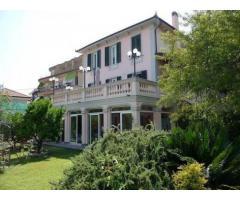 Vendita Villa in Via Edmondo de Amicis