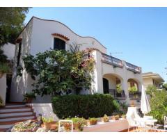 ALFA - AM014 - Villa con Piscina Zona Mare