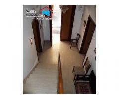 immobile in posizione angolare con terrazzo e doppio ingresso