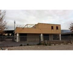 Villa Adriana: Vendita Capannone in via Lago Di Bolsena