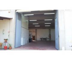 Capannone magazzino mq300 con terreno mq5000 uffici ecc