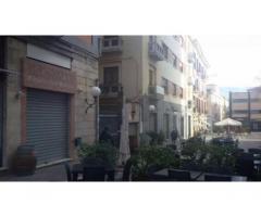 Centro città: Affitto Magazzino in Via Calabria