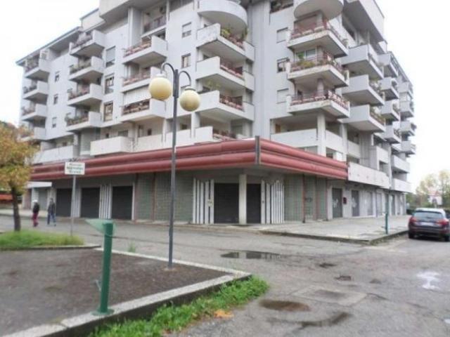 Quattromiglia: Affitto Magazzino in Via Alessandro Volta