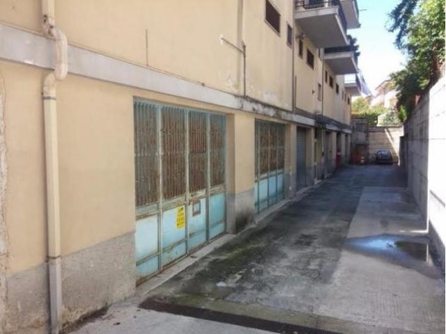 Centro città: Vendita Magazzino in Viale 3 Marzo 1970