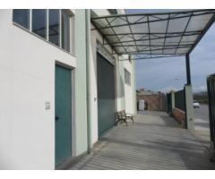 Barcellona ampio capannone attrezzato