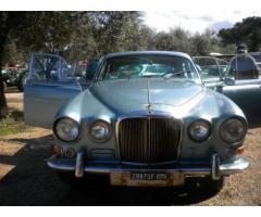 Auto d'epoca da restauro