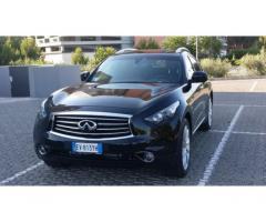 Infiniti FX30 black & white edition