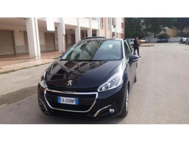 Peugeot 208 sett 2015