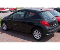 Vendesi Peugeot 207 1.4 benzina colore nero