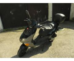 Vendo scooter Aprilia Leonardo 125