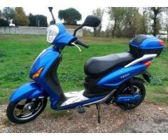 scooter elettrico grigio satinato ultimo modello digitale no assicuraz