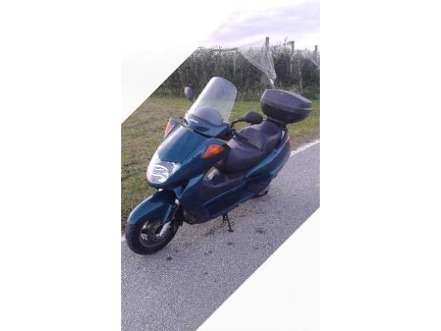 Honda Foresight - 2000 cc 250
