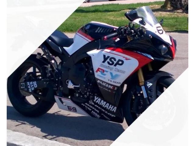 Yamaha YZF R1 - 2011