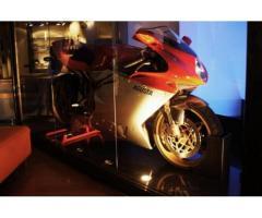 MV Agusta F4 750 Serie Oro Limited Edition, Pari al nuovo