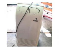 Condizionatore Ariston con telecomando.