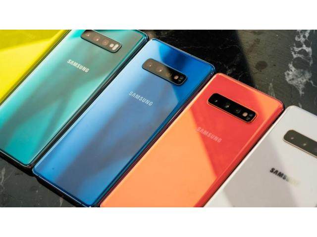Smartphone Samsung S10+/S10 €380 Apple iPhone XS Max/XS Huawei P30