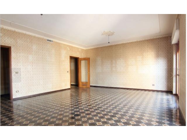 Viale Scala Greca Appartamento e Garage 5 vani pia