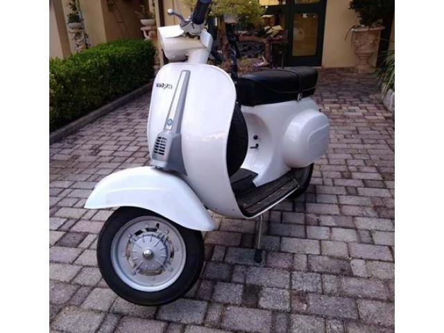Moto Vespa Piaggio 50 Special Bianca del 82 Restaurata