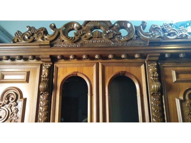 Credenza con vetrina stile barocco + 6 sedie stile