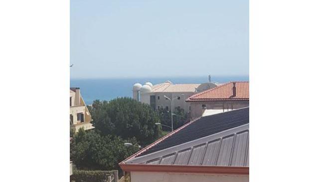 Palazzo 4 piani 150 m dal mare, zona residenziale