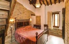 Casale tra Umbria e Toscana