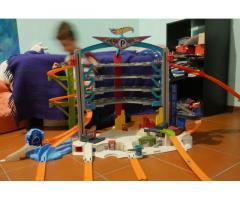 Garage Hotwheels con squalo