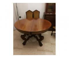 Tavolo tondo allungabile e quattro sedie