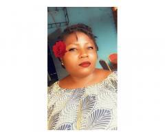 Bella signora nera in cerca di marito