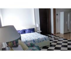 Ampia camera con bagno e due ingressi indipendent