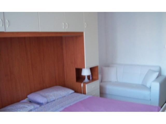 Ampia camera per ragazza uso singolo letto grande