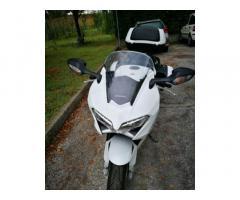 Moto VFR 800