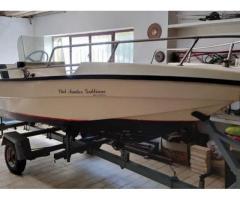 Barca con carrello e motore