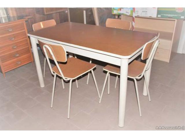 Tavolo Vintage con 4 sedie - Lombardia