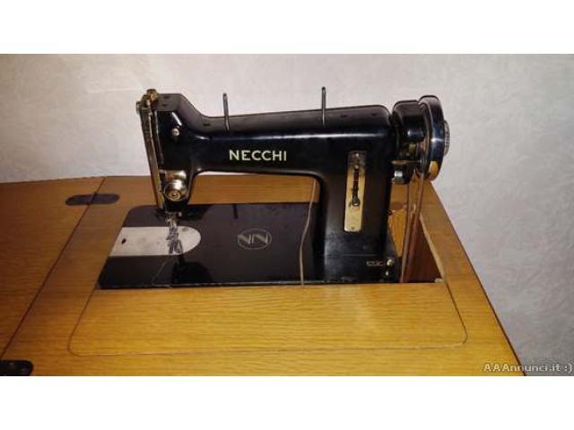 Macchina per cucito Necchi - Roma