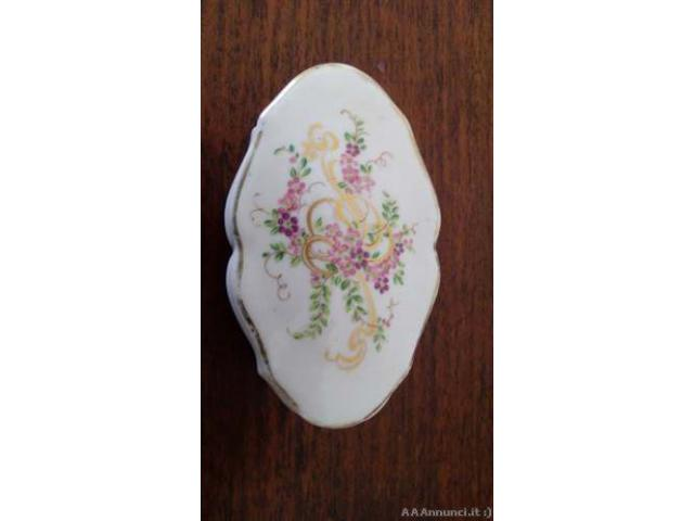 Bellissima scatolina in porcellana di Limoges - Roma