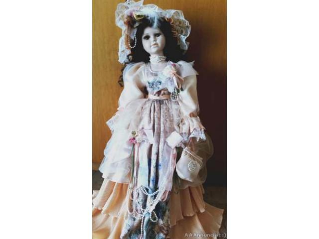 Bambola da collezione in porcellana - Puglia